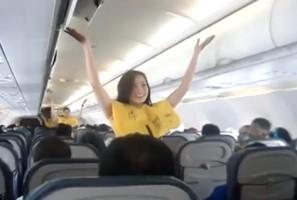 Airline hopes Lady Gaga safety demo will take off (Авиакомпания надеется, что инструктаж по безопасности полета под Леди Гага будет иметь успех)